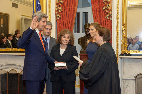 Kerry_swearing in