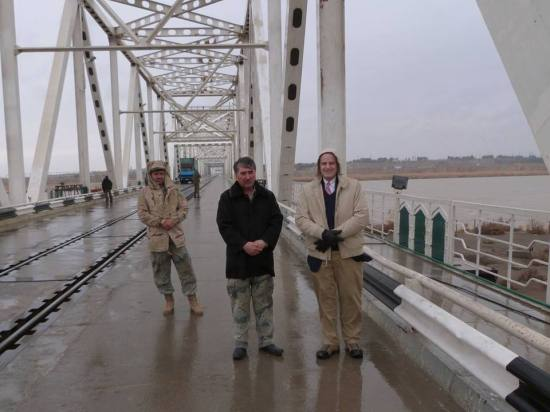 Peter Kaestner, Senior Civilian Representative to Northern Afghanistan, visited Hairaton bridge on the border with Uzbekistan. During his visit he reviewed the Afghan Border Police barracks that had been renovated with U.S. funding and visited the Afghan side of the bridge to Uzbekistan, which will be renovated with U.S. financial support. (Photo via US Consulate Mazar/FB)