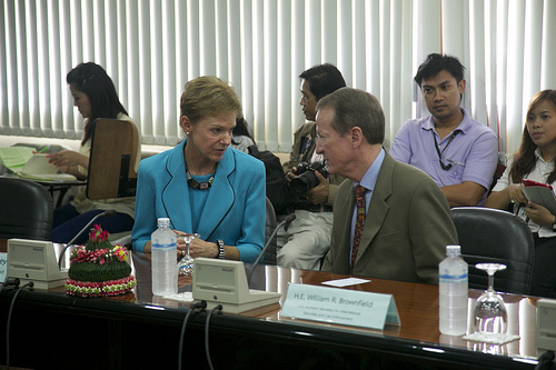 Assistant Secretary for International Narcotics and Law Enforcement Affairs (INL) William Brownfield and Ambassador Kristie Kenney visited the Wildlife Forensic Science Unit at the Department of National Parks, Wildlife and Plant Conservation. There, they observed the scientists at work, who were trained under the ARREST (Asia's Regional Response to Endangered Species Trafficking) Program, funded by USAID Asia and implemented by the FREELAND Foundation.