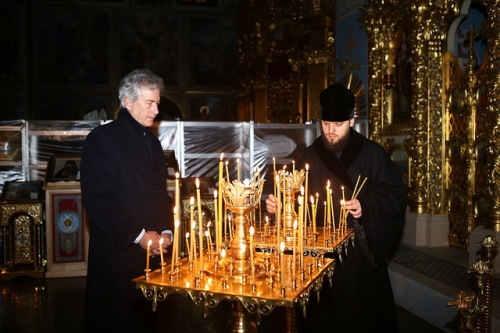 Deputy Secretary of State Bill Burns visits St. Michael's Cathedral, where he meets with Maidan medics, civil society representatives, and religious leaders in Kyiv, Ukraine, on February 25, 2014. [State Department photo/ Public Domain]