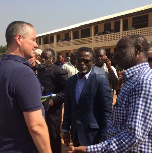 At PK5, the flashpoint Muslim district of the capital Bangui,Ambassador Jeffrey Hawkins, SRSG Parfait Onanga-Ayanga, and the mayor of the 5th arrondissement Atahirou Balla Dod visited the voting station, where they commended those who participated despite the difficulties.